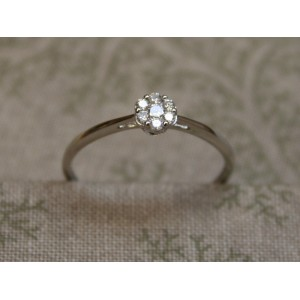 WHITE GOLD RING WITH 7 DIAMONDS