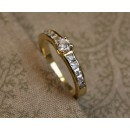 GOLD RING WITH ZIRCONIUM
