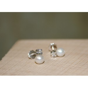 ARIOR EARRINGS WITH DIAMONDS AND PEARLS